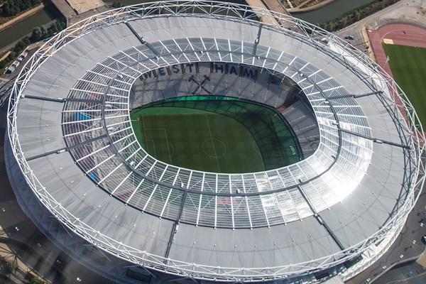 20 Minute Football Stadium Helicopter Tour and Bubbly for One