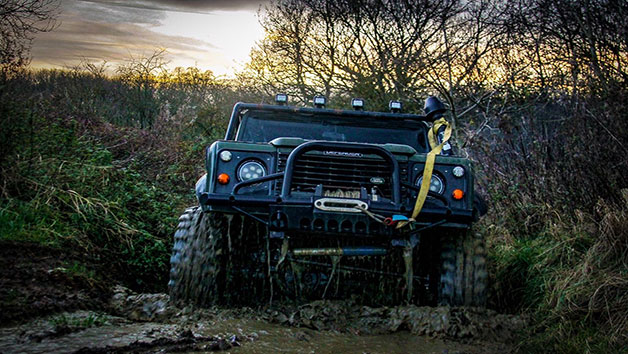 Land Rover Defender Off Road Driving Experience – Special Offer