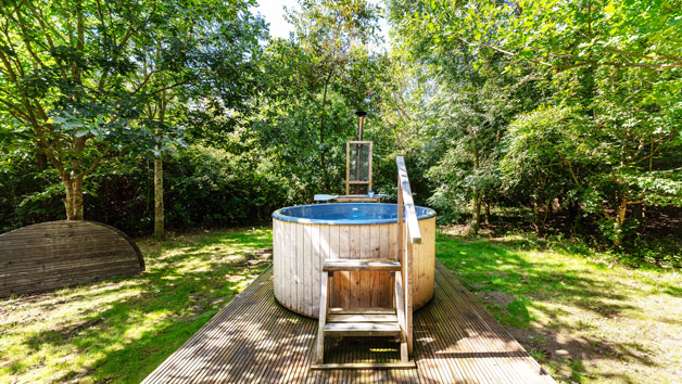 One Night Glamping Break with Hot Tub and Fizz for Two at Woodland Escape