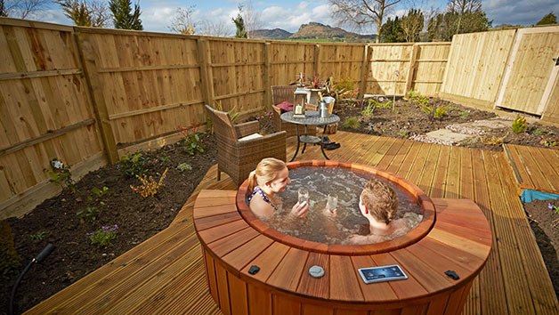 Overnight Spa Break with Dinner and a Private Hot Tub at Three Horseshoes Country Inn