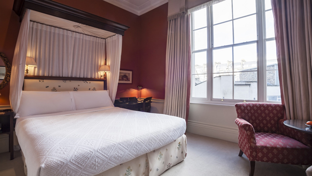 Overnight Stay with Breakfast at Roseate House London for Two People