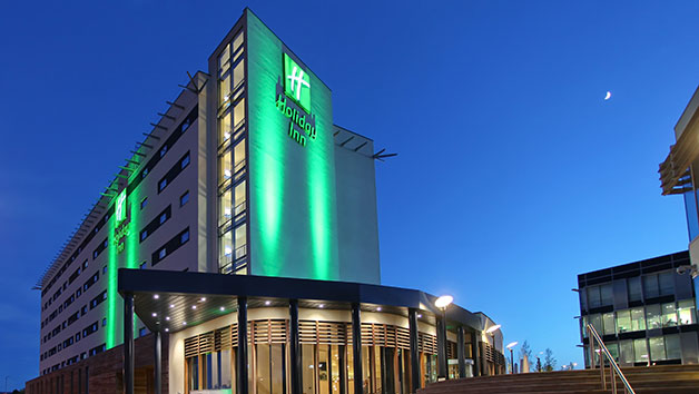One Night Spa Retreat with Treatment, Dinner and Fizz for Two at Holiday Inn Reading