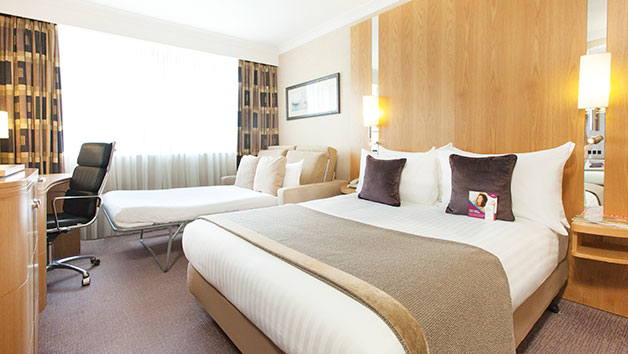 One Night Spa Retreat with Treatment, Dinner and Fizz for Two at Crowne Plaza Reading East