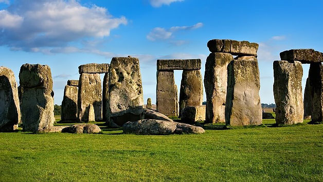 Luxury Coach Tour to Stonehenge, Bath, Stratford and Cotswolds for Two