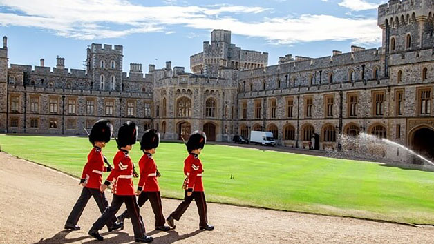 Luxury Coach Tour to Windsor Castle and Fish and Chips in London for Two