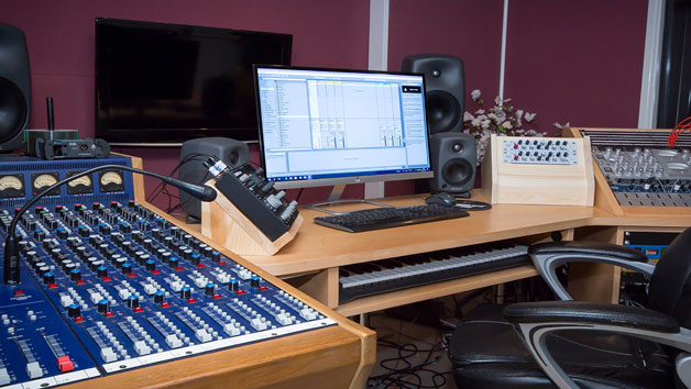 Three Hour One to One Studio Engineering and Production Course at Midi Madness