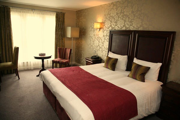 One Night Break with Dinner at Shendish Manor for Two