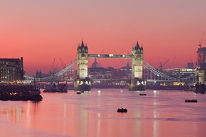 Evening Thames Cruise With Canapes And Bubbly For Two