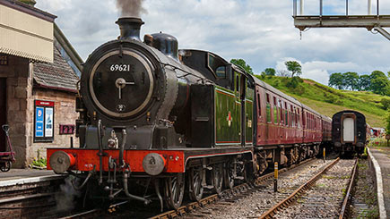 Driving a Steam Engine with Churnet Valley Railway