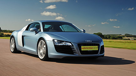 Audi R8 versus Porsche Driving at Thruxton