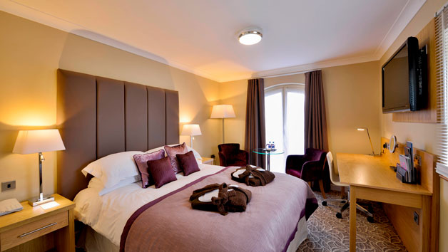 Overnight Retreat At Lion Quays Waterside Resort For Two