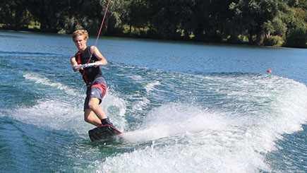15 Minute Wakeboarding Or Waterskiing In Bedfordshire